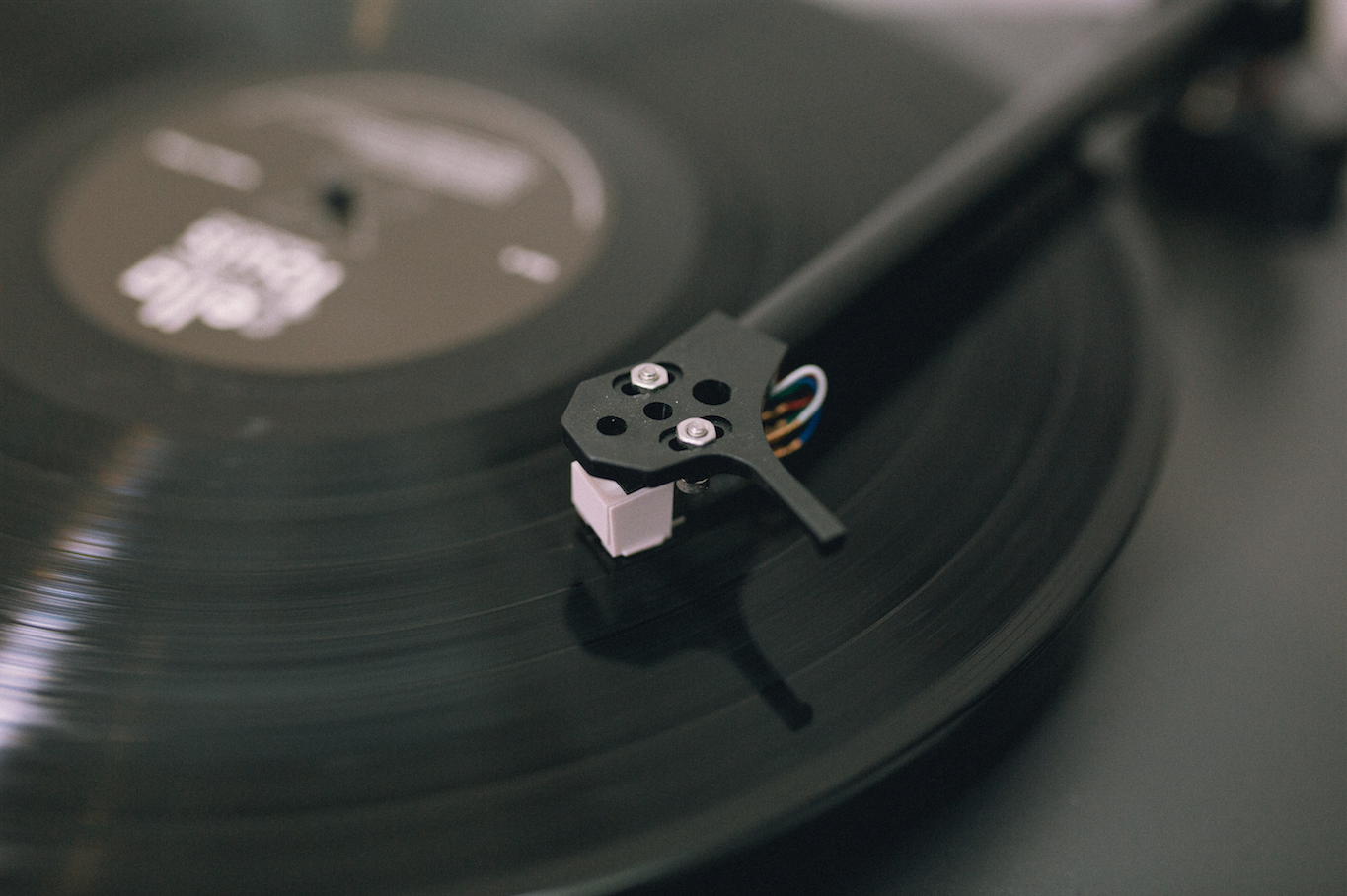 Close up of turntable tonearm