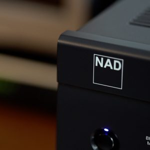 Close up of a NAD logo on a NAD C 340
