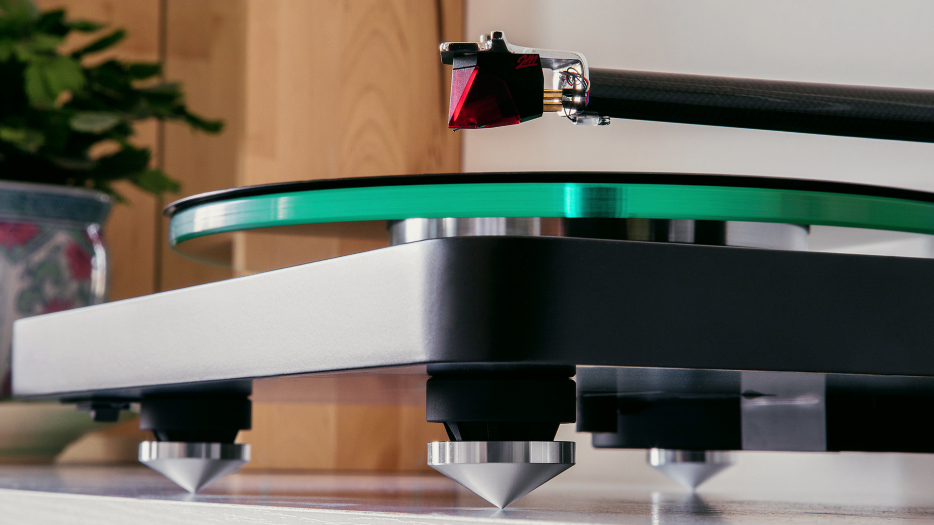 NAD C 588 turntable lifestyle